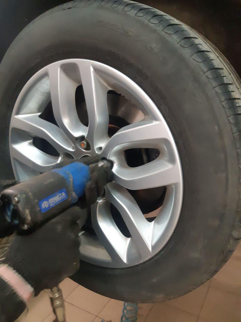 Подготовка к замене колес